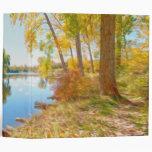 Árbol y río del otoño