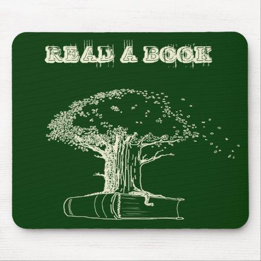 Árbol y un libro alfombrilla de raton