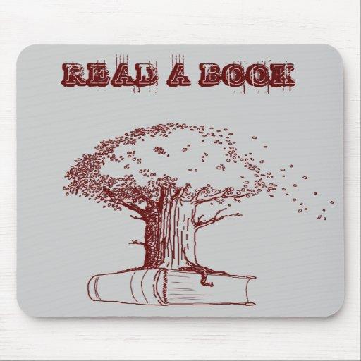 Árbol y un libro alfombrillas de raton