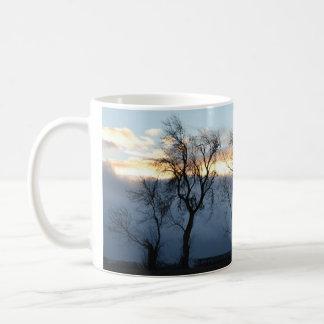 Arbolado escocés del invierno taza clásica