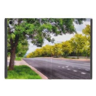 Árboles a ambos lados de un camino iPad mini funda