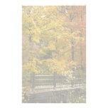 Árboles amarillos del otoño papelería