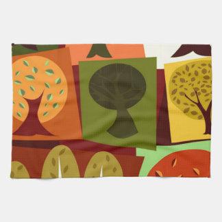 Árboles coloridos del dibujo animado de la caída toalla de cocina
