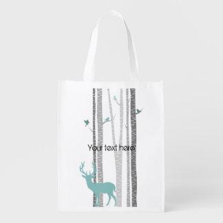 Árboles de abedul con los ciervos bolsa de la compra