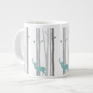 Árboles de abedul con los ciervos taza de café grande