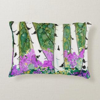 Árboles de abedul que pintan la primavera de cojín decorativo
