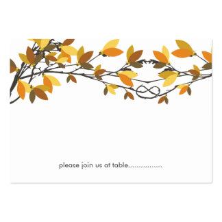 Árboles de amor anudados otoño de la caída que tarjetas de visita grandes