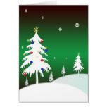 Árboles de navidad blancos con el fondo verde felicitación