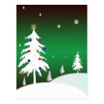 Árboles de navidad blancos con el fondo verde postales