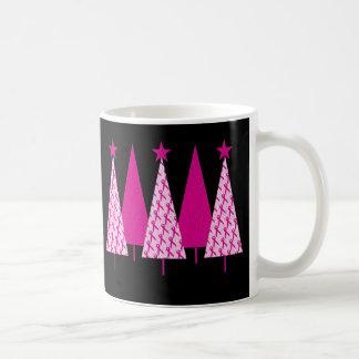 Árboles de navidad - cinta del rosa del cáncer de taza clásica