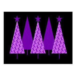 Árboles de navidad - cinta púrpura Crohns y coliti Tarjeta Postal