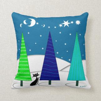 Árboles de navidad y almohada caprichosos del gato