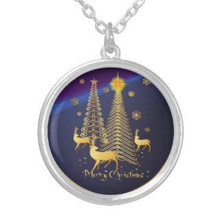 Árboles de navidad y reno del oro colgante redondo