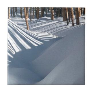 Árboles de oro de la escena del invierno en la nie azulejo cerámica