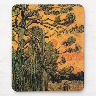 Árboles de pino de Van Gogh contra el sol poniente Alfombrillas De Raton