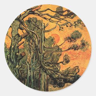 Árboles de pino de Van Gogh contra el sol poniente Pegatina Redonda
