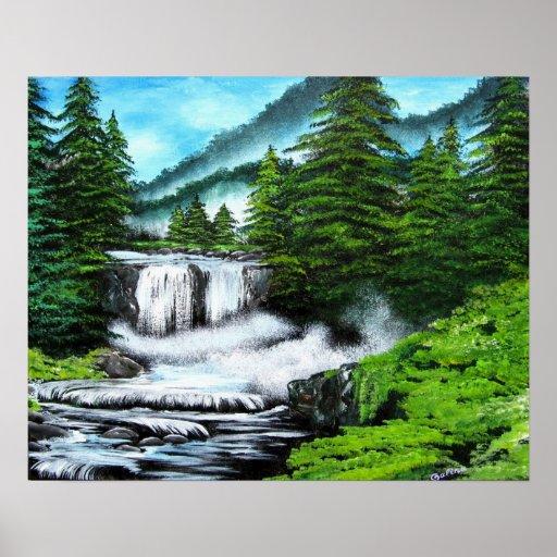 Árboles de pino por la cascada en arte de las mont