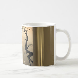 Árboles del baile taza de café