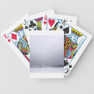 Árboles del blanco de la escena del invierno baraja de cartas