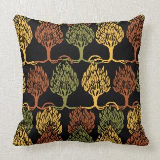 Árboles del color de la caída almohada