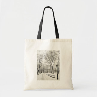 Árboles del invierno cubiertos en nieve bolsa tela barata
