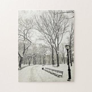 Árboles del invierno cubiertos en nieve rompecabezas