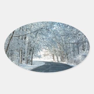 Árboles del invierno Nevado Pegatina Ovalada