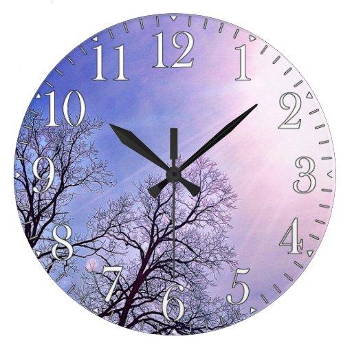 Árboles del invierno y un arte estacional frío de  relojes de pared