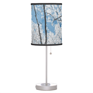 Árboles en azul lámpara de escritorio