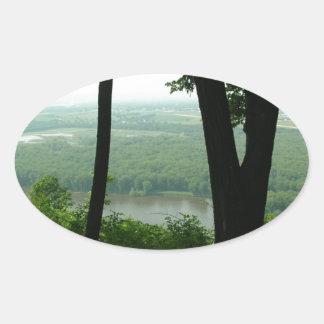 Árboles en el parque de estado de Wyalusing - río Pegatina Ovalada