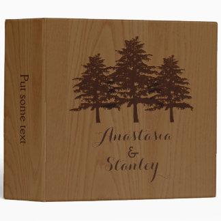 Árboles en el planificador marrón de madera del