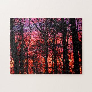 Árboles en el rompecabezas de la puesta del sol