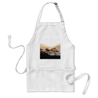 Árboles en la playa delantal