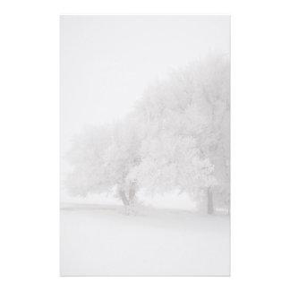 Árboles en niebla papelería personalizada