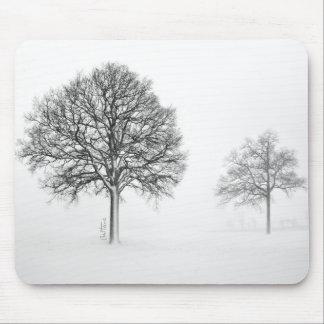 Árboles en paisaje del invierno alfombrilla de ratones
