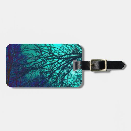 Árboles fantasmagóricos en verdes y azules etiqueta de equipaje