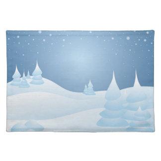 Árboles inclinados nieve mantel