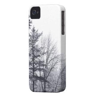 Árboles nevados: Vertical iPhone 4 Case-Mate Carcasa