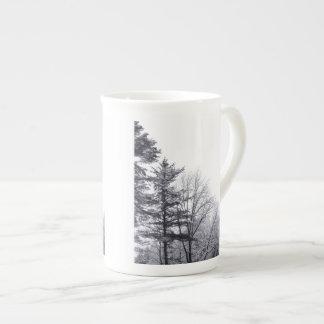 Árboles nevados: Vertical Taza De Porcelana