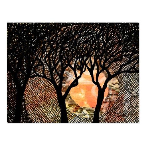 Árboles tramados tallados y cruzados de la mano en tarjetas postales