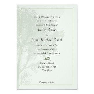 Árboles verdes que casan invitaciones invitación 12,7 x 17,8 cm