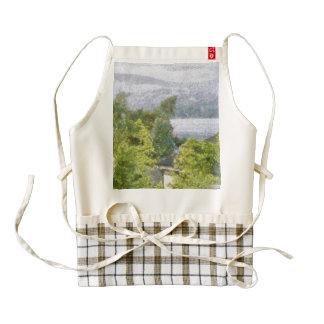 Árboles y casas que pasan por alto un lago delantal zazzle HEART