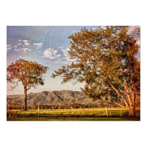 Árboles y colinas en el lado del país tarjetas de negocios
