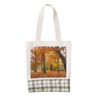 Árboles y hojas amarillos y rojos del otoño bolsa tote zazzle HEART
