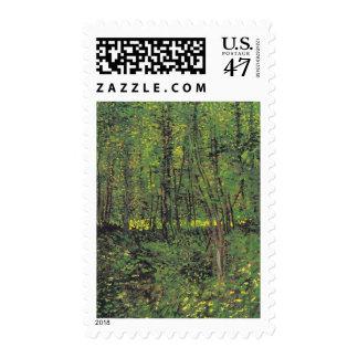 Árboles y maleza por el sello de Van Gogh