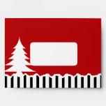 Árboles y rayas de pino del invierno rojos