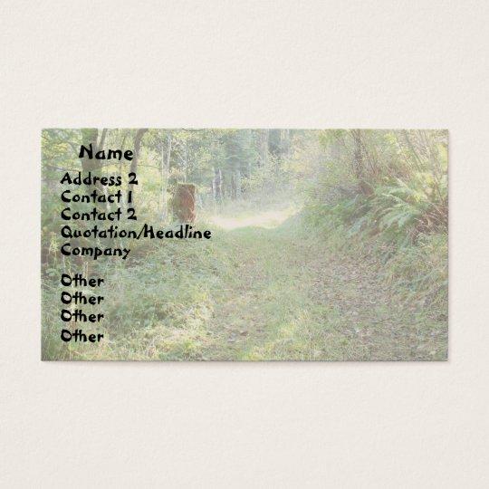 Árboles y tarjeta de visita de la carretera