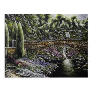 Arbustos y trayectorias de los puentes una pintura postal