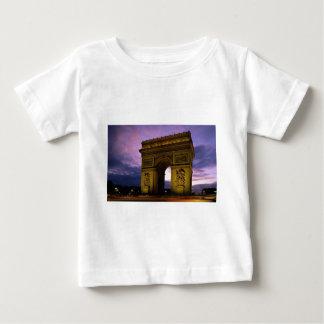 arc de triomphe at dusk, paris, france t shirt