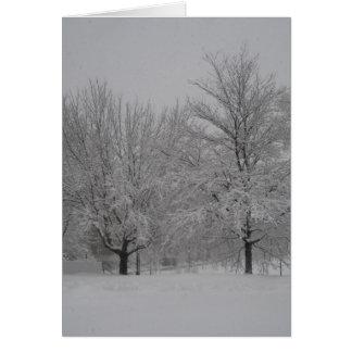 Arces rojos del invierno tarjeta de felicitación